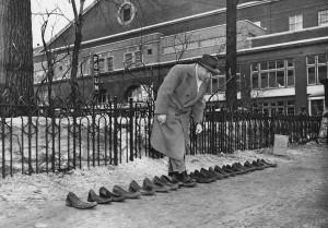 Devant le Forum de Montréal, le 18 mars 1955
