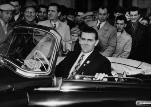 Maurice Richard au volant d'une Skoda (1959)