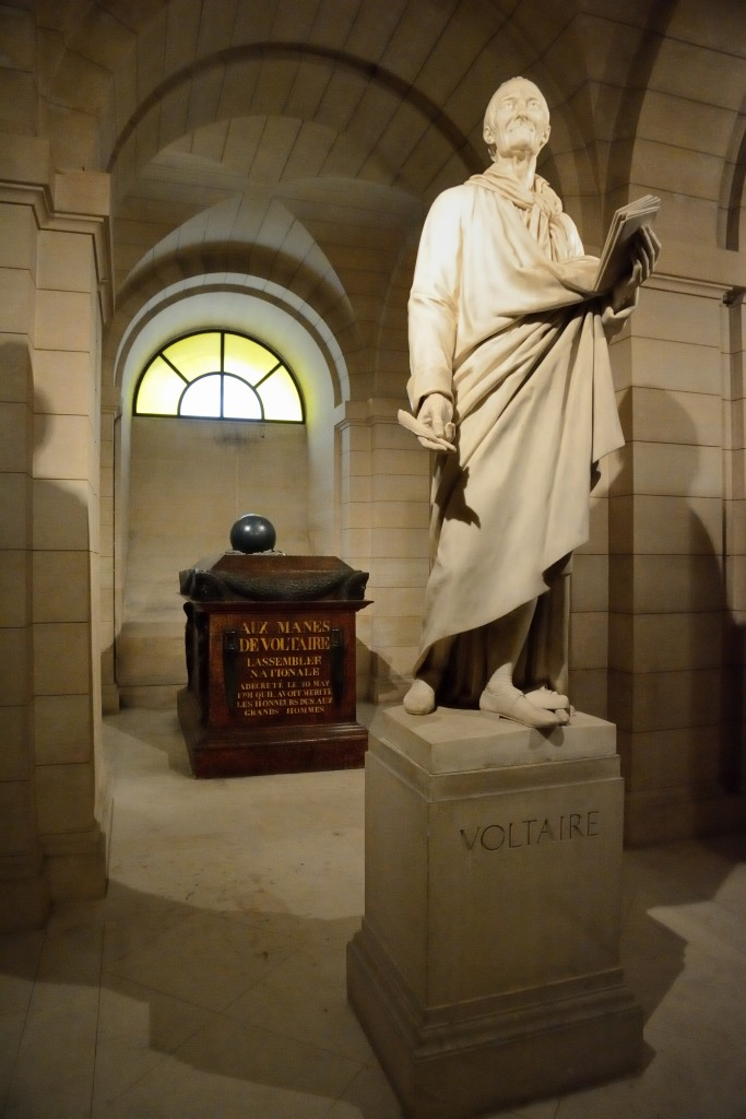 Statue et tombe de Voltaire, Panthéon, Paris