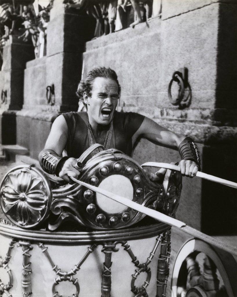 Charlton Heston, en char, dans Ben-Hur (1959)
