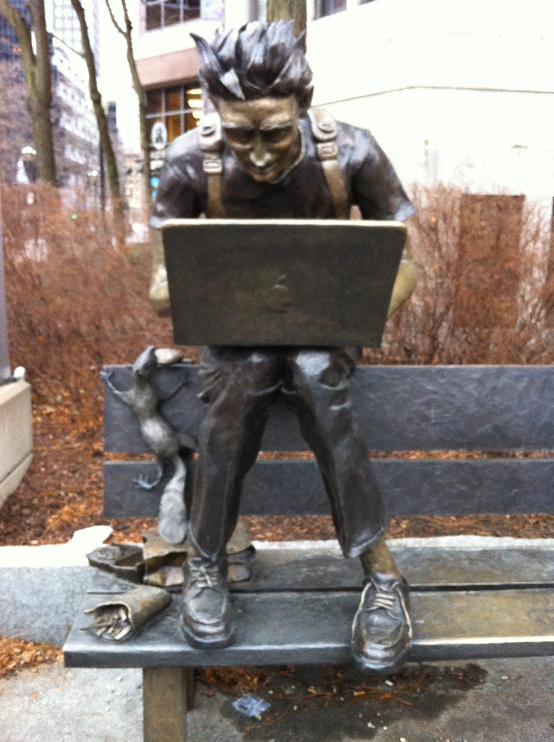 Statue, rue Sherbrooke Ouest, Montréal